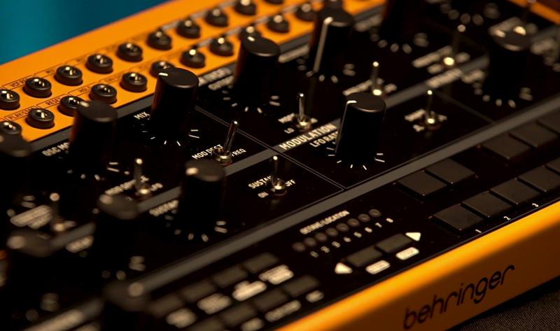 Behringer_Crave_Synthesizer.jpg